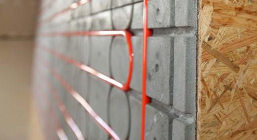 Foto einer eingebauten Wandheizung von Actifloor