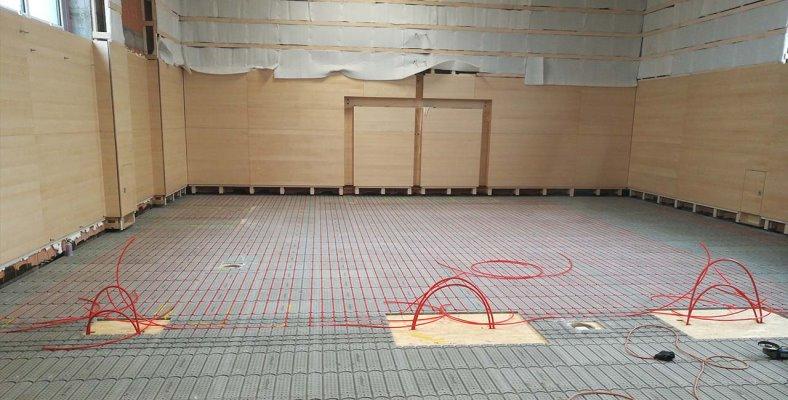 Foto einer eingebaute Fußbodenheizung von Actifloor in einem Turnsaal